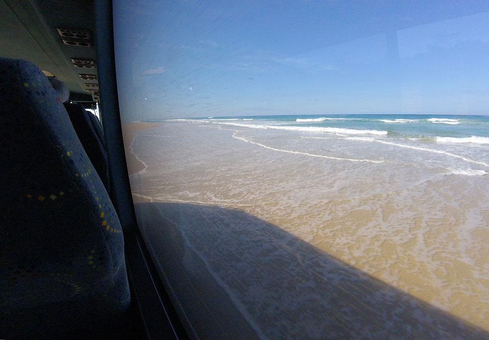 Conduint per la 75 miles beach a Fraser Island